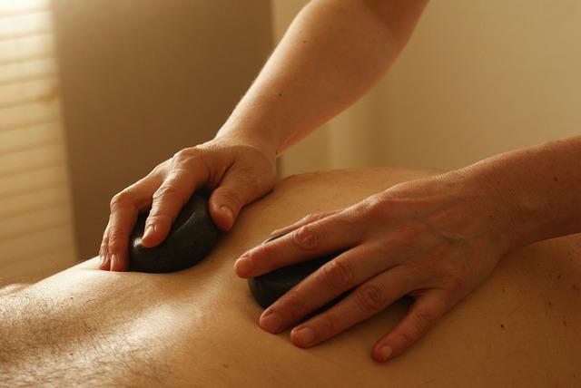 masáž s kameny