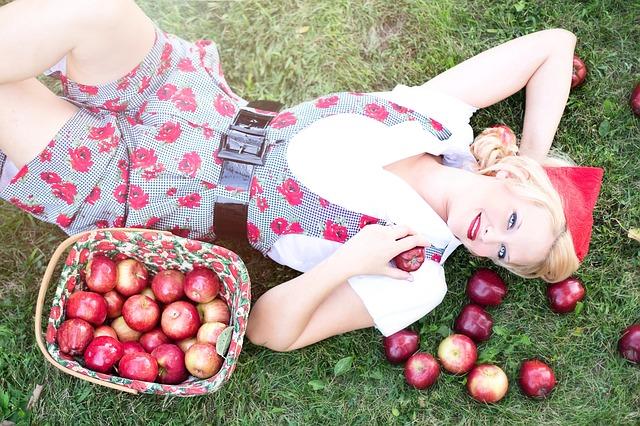 žena, jablka