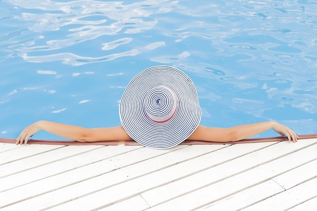 bazén a klobouk