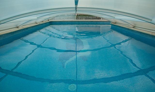 bazén se střechou
