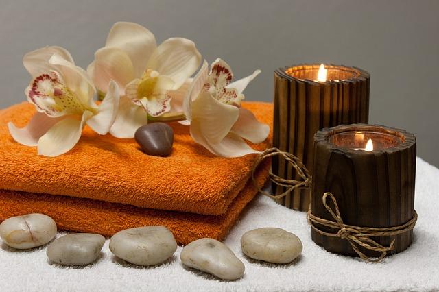 svíčky a orchidei