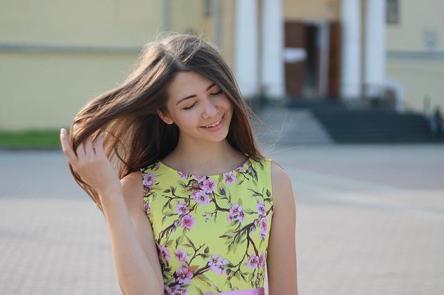 kytičkové šaty