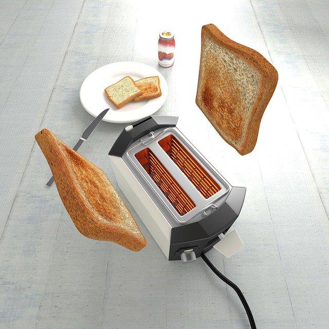 toustovač s toasty