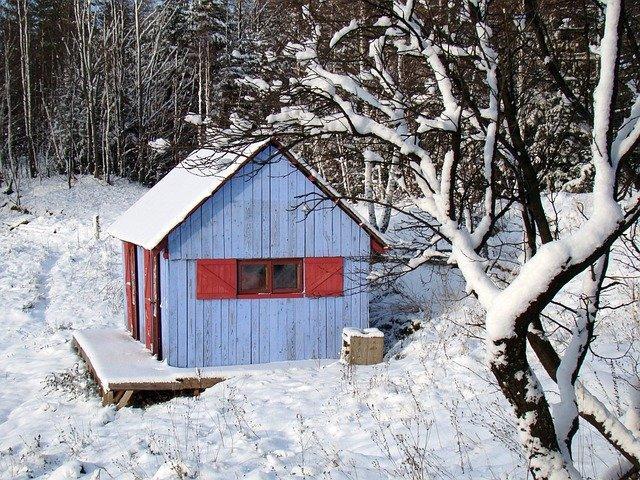 domek ve sněhu.jpg