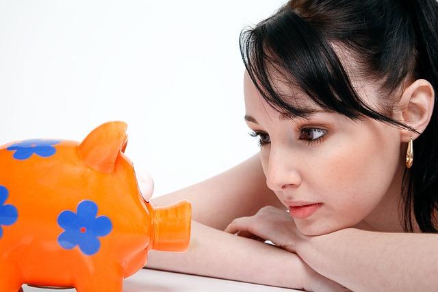dívka u pokladničky.jpg