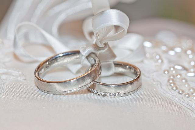 svázané prsteny