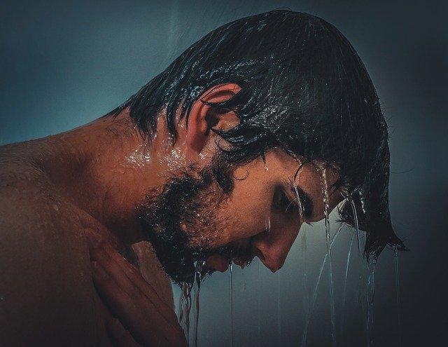 Sprcha venku.jpg